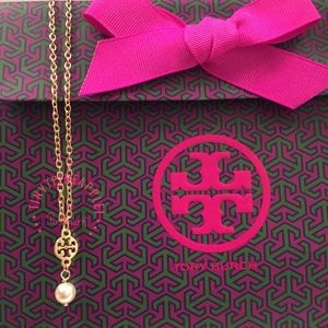 """🌹🌿 TORY BURCH CHARM w/ 15"""" GOLD NECKLACE & PEARL"""